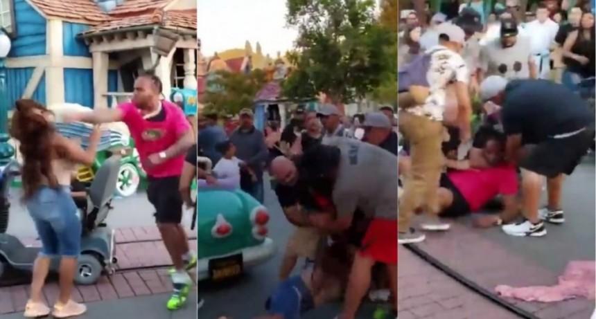 VIDEO: Brutal batalla campal de una familia en pleno Disney