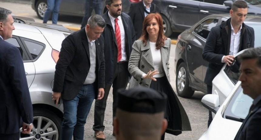 Cristina Kirchner no asistirá el próximo lunes al juicio por la obra pública