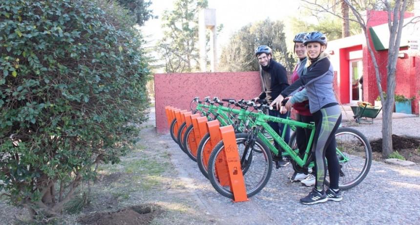 Al servicio de bicis gratis en el Parque de las Naciones se le sumaron los cicloestacionamientos