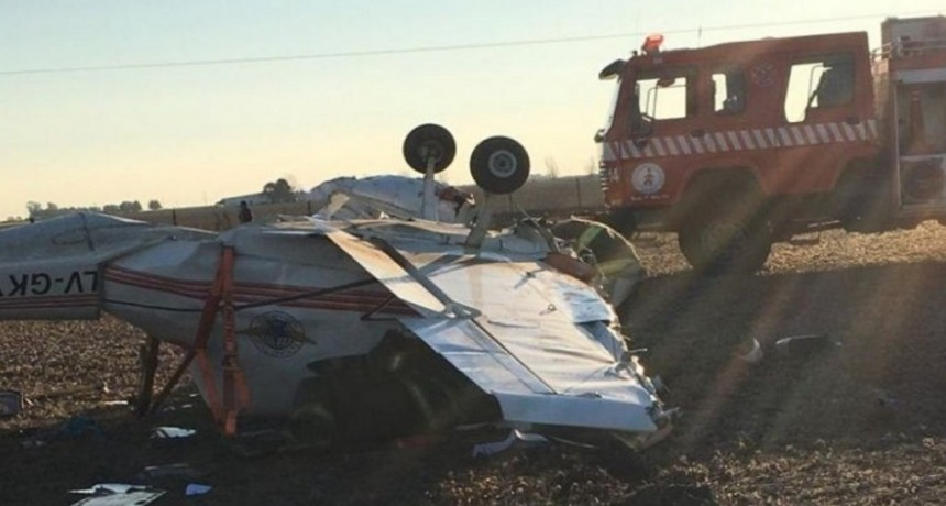 Cayó una avioneta en un campo en Santa Fe: hay dos heridos graves