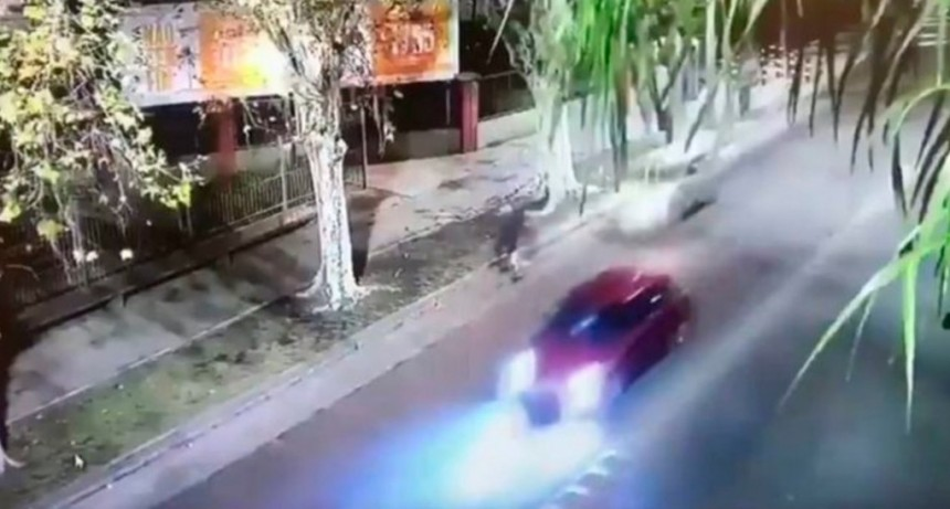 Manejaba borracho, atropelló a un ciclista, se fugó y chocó a otro auto