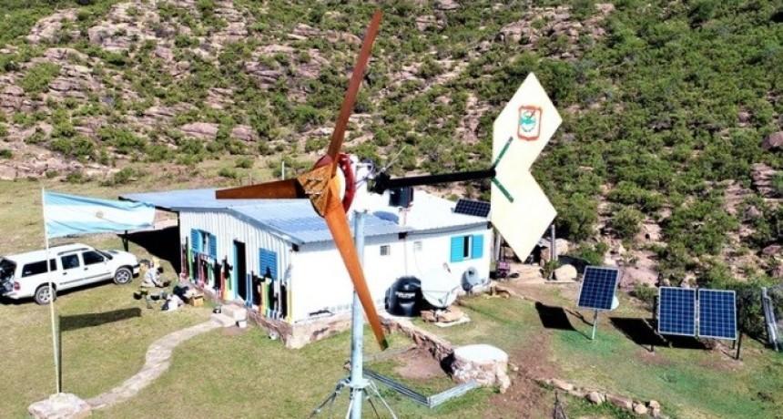 Cómo será la escuela rural de San Luis que funcionará con un aerogenerador y paneles solares