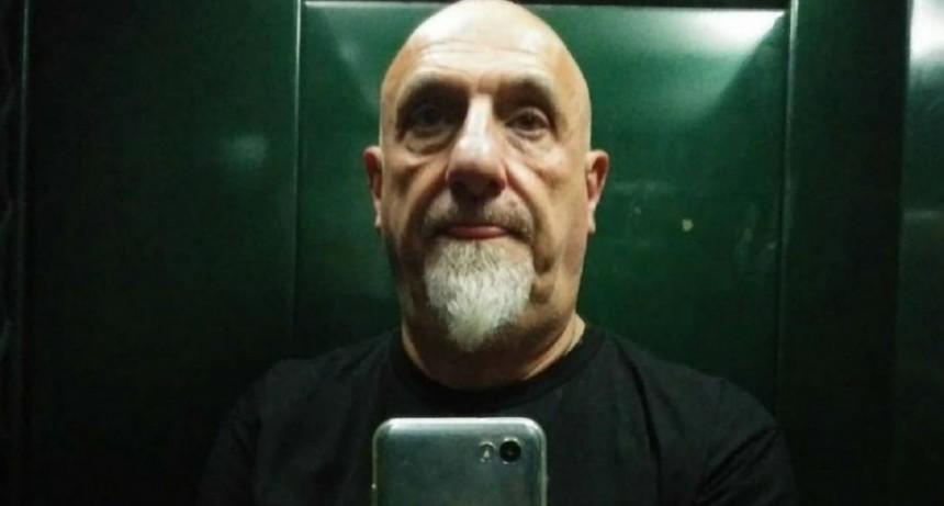A Juan Acosta lo detuvo la policía mientras daba una nota en vivo