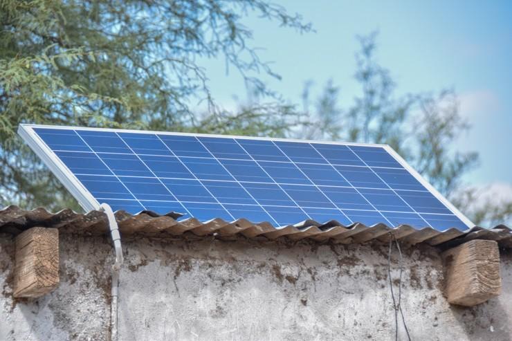 Más familias rurales recibieron el equipo solar fotovoltaico que entrega el Gobierno provincial