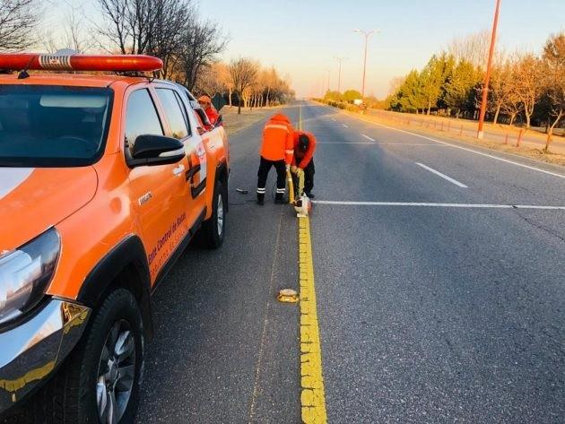 Continúan las tareas de mantenimiento, limpieza y reparación en los caminos provinciales