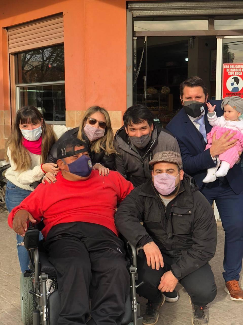 Acto solidario: luego de una colecta Solidaria pudieron comprar una silla de ruedas para