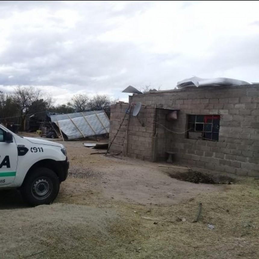 Un fuerte temporal causó una muerte, incendios y voladuras de techos