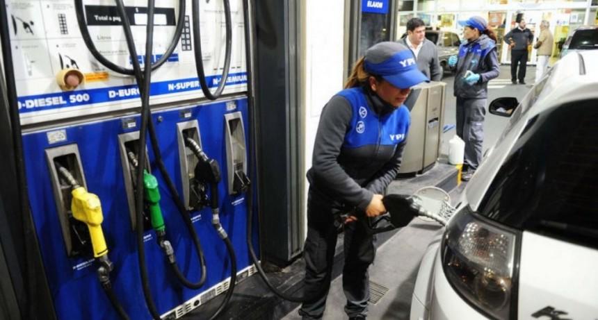 Tras la megadevaluación, anunciaron un nuevo aumento en las naftas