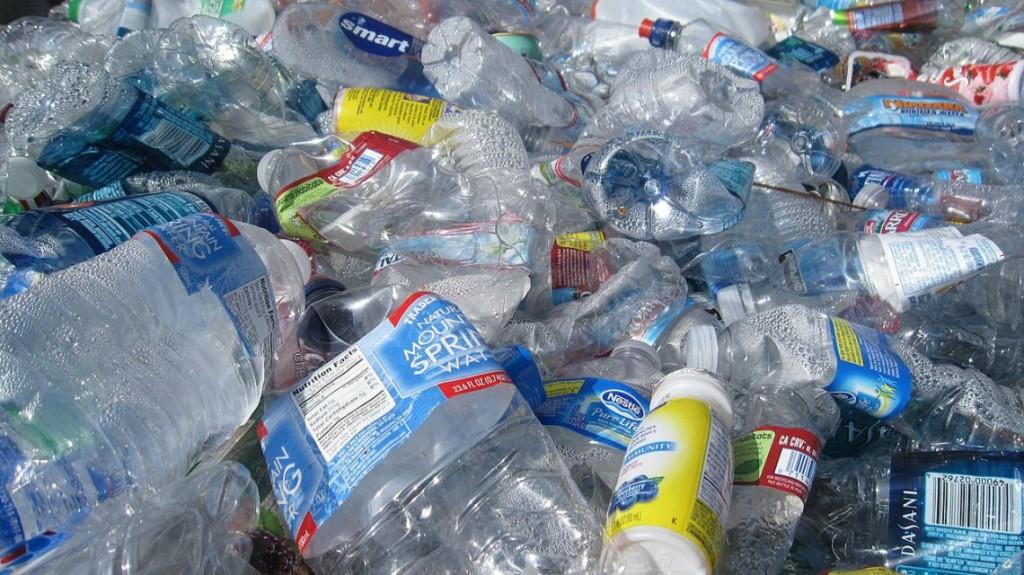 Hallaron la forma de convertir plástico no reciclable en energía