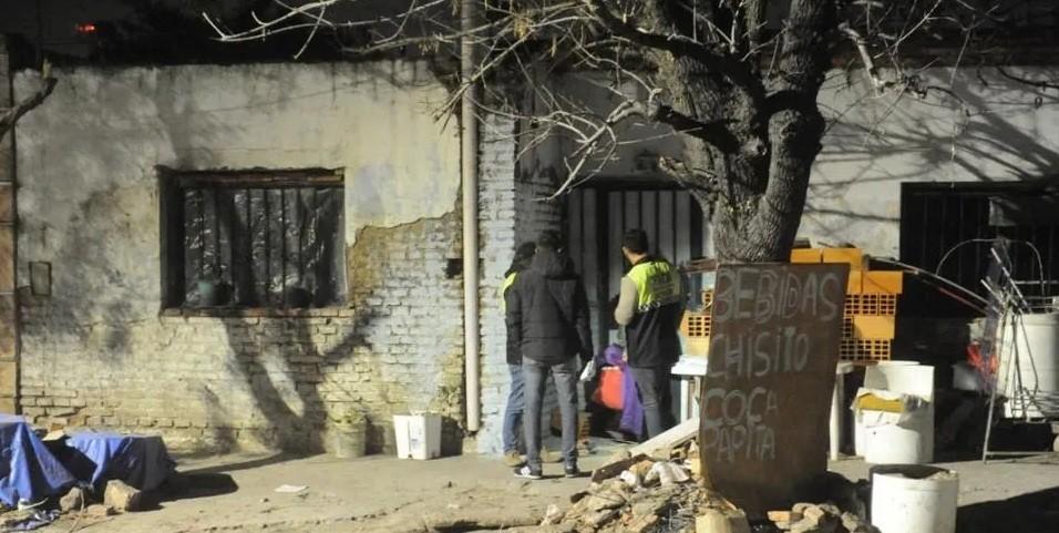 Una joven de 14 asesinó de un botellazo a su papá borracho para salvar a su hermanito