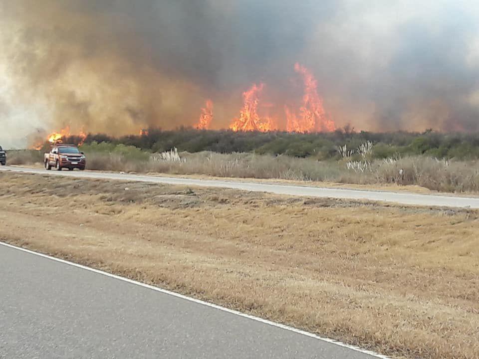 Bomberos combaten un incendio entre Santa Rosa del Conlara y Concarán