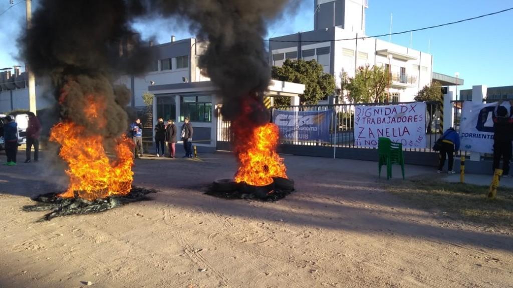 Empleados de Zanella en San Luis se manifestaron por los despidos