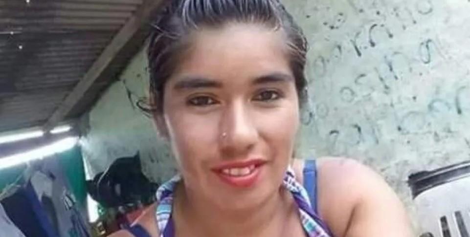 Pidió ayuda por Facebook y la hallaron asesinada en un descampado