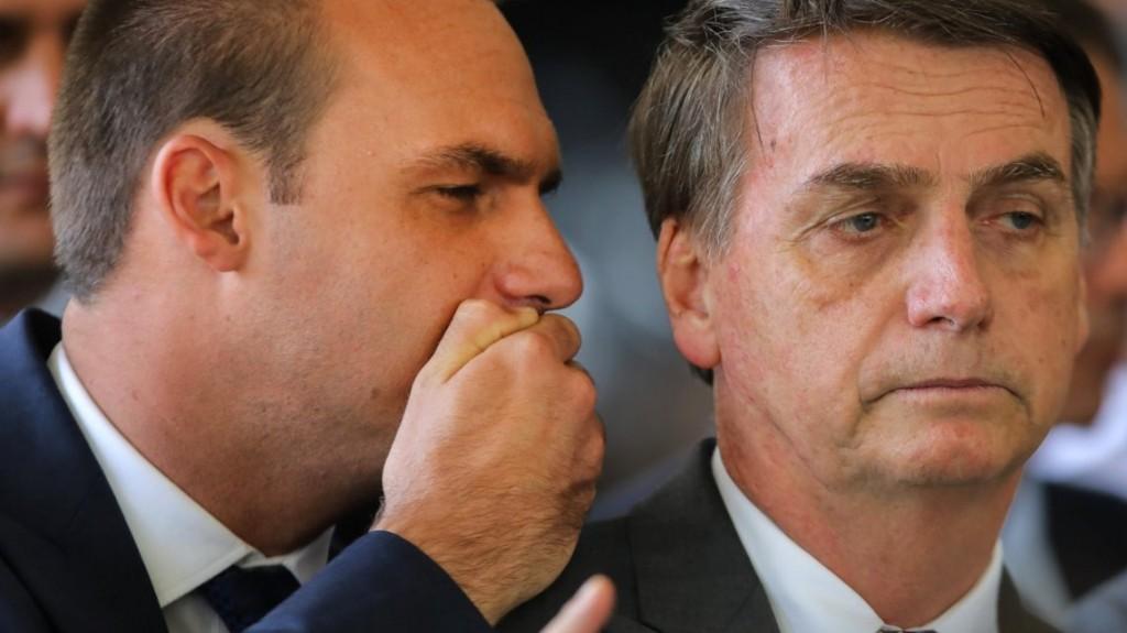 El hijo de Bolsonaro trató de idiota al presidente francés Emmanuel Macron