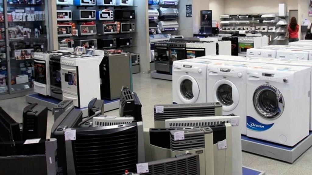 En mayo Macri relanzó Ahora 12 pero en junio la venta de electrodomésticos cayó igual