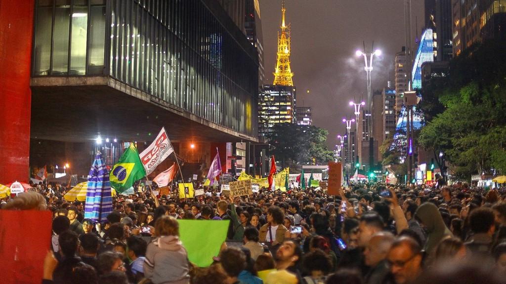 Cacerolazos en Brasil contra Bolsonaro por los incendios en el Amazonas