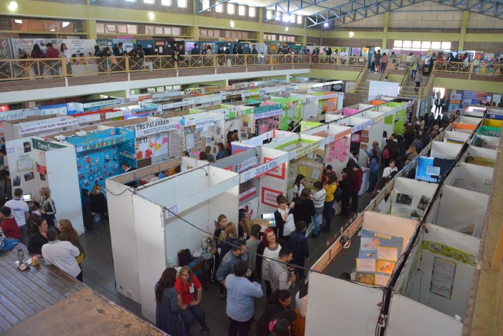 Con mucho entusiasmo, cientos de alumnos presentaron sus proyectos en la Feria de Ciencias