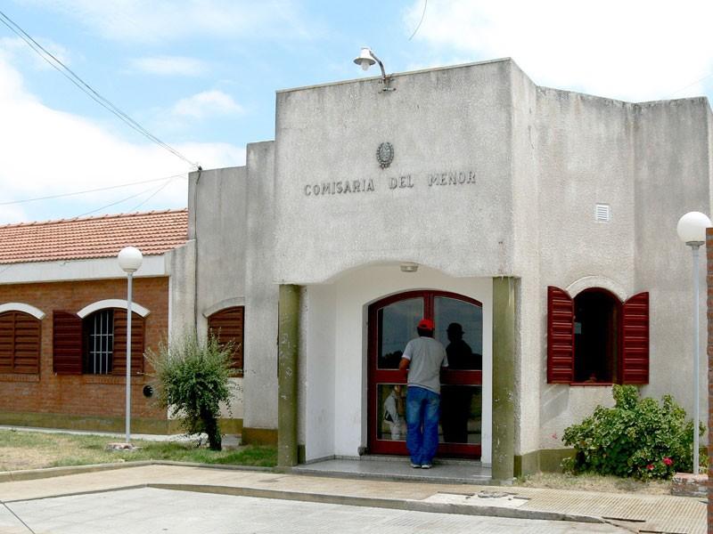 Villa Mercedes: demoraron a un hombre que ebrio agredió a su mujer y se encerró con su beba en brazos
