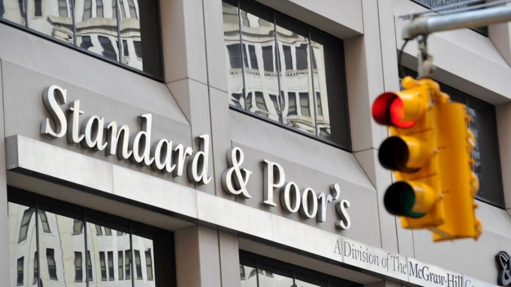 Standard & Poor's sacó a Argentina de default selectivo, pero alertó por el futuro cercano