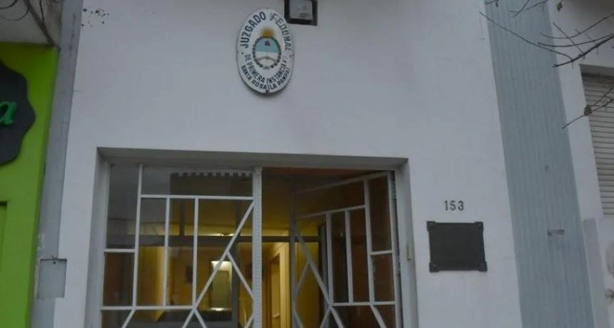 Condenan a 6 meses de prisión en suspenso a profesor por pedir fotos íntimas a alumna