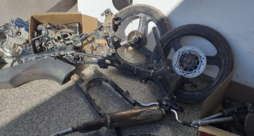 La Toma: en un allanamiento recuperaron una moto robada