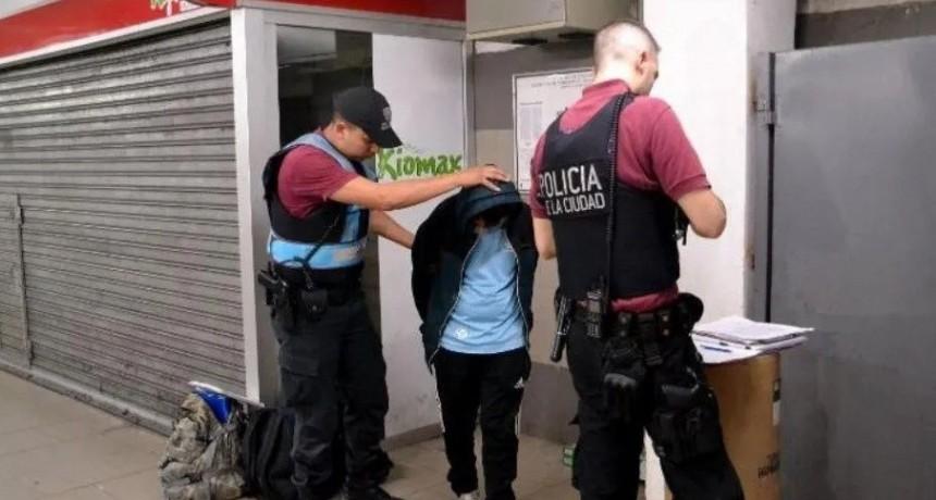 Detuvieron a un joven por manosear a una nena de 8 en la Línea B