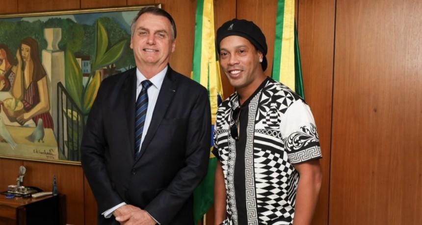 Ronaldinho debe casi 3 millones de dólares al fisco: no puede salir de Brasil