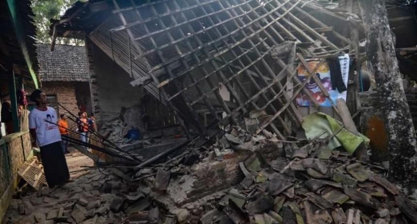 Un nuevo terremoto en Indonesia dejó al menos cuatro muertos y más de mil evacuados