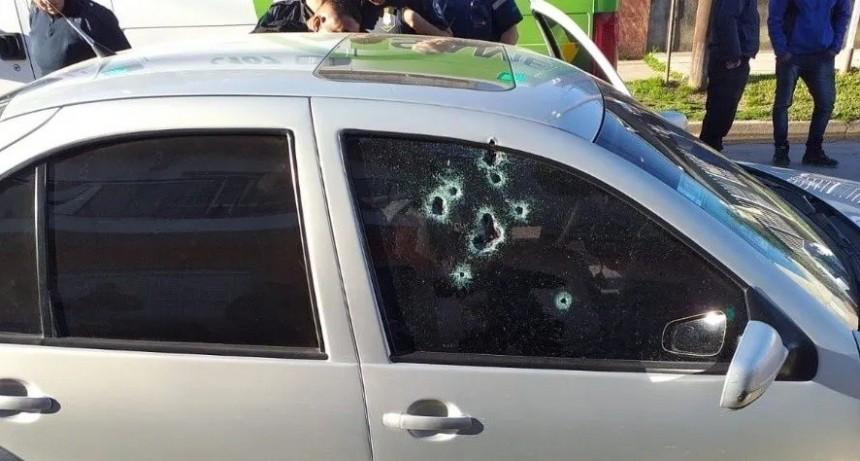 Macabro hallazgo de narco acribillado a disparos dentro de un auto