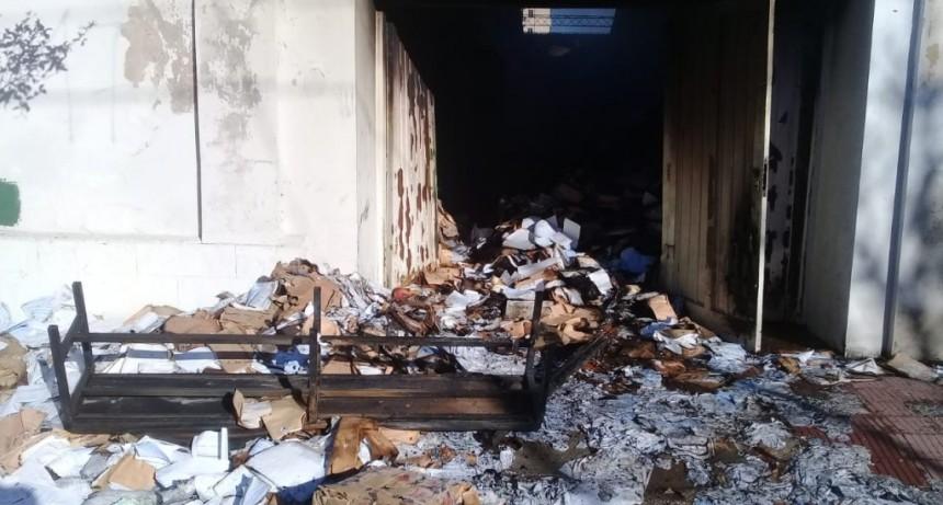 San Luis: bomberos sofocaron un incendio en un depósito