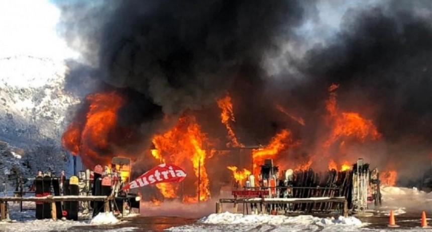 Cerro Chapelco: se incendió un local que alquilaba equipos de esquí