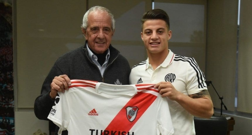 Elías López firmó su primer contrato