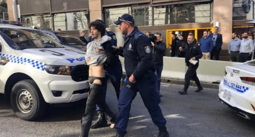 Al grito de Alá es grande, un hombre mató a puñaladas a una mujer en Sydney