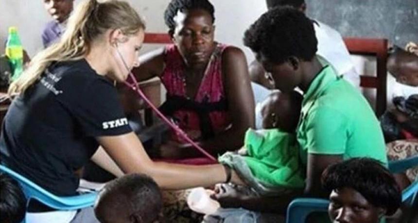 Fue voluntaria contra la desnutrición en Uganda: ahora enfrenta un juicio por la muerte de 105 niños