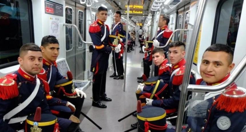 Los Granaderos a Caballo llegaron en subte al homenaje de San Martín
