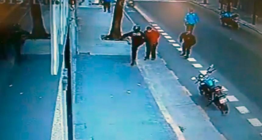 VIDEO: Un policía de la Ciudad mató a un hombre de una patada en el pecho