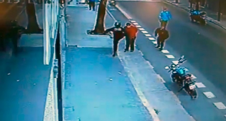 Liberaron al policía de la Ciudad que mató a un hombre de una patada