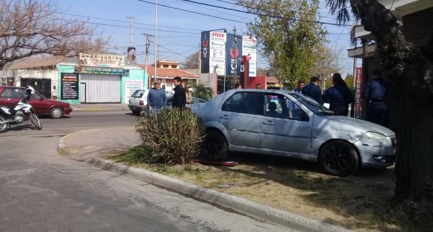 San Luis: ladrones le robaron a una mujer, se dieron a la fuga y chocaron