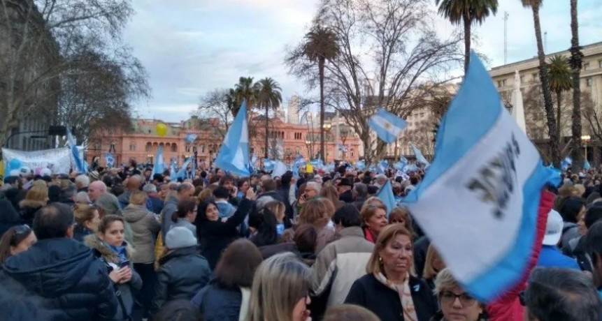 Masiva marcha en apoyo al gobierno
