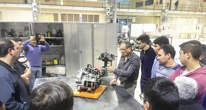 Alumnos de la UPrO fueron capacitados sobre cajas de cambio robotizadas
