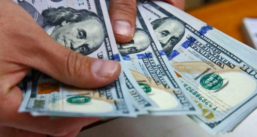 El dólar y el riesgo país vuelven a subir este miércoles