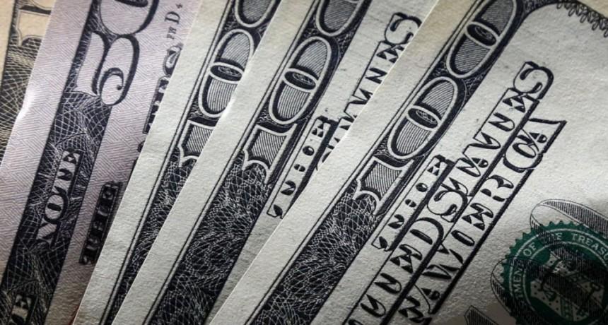 El dólar sube tras el anuncio de un reperfilamiento de la deuda