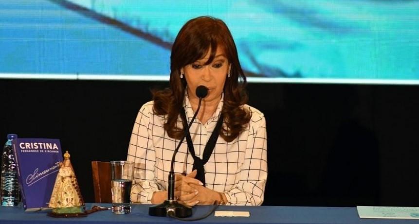 Cristina Kirchner volvió al país y retoma la campaña