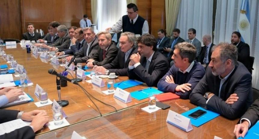 La Casa Rosada convocará a los gobernadores y a las empresas petroleras para tratar de cerrar el conflicto por el congelamiento de los combustibles
