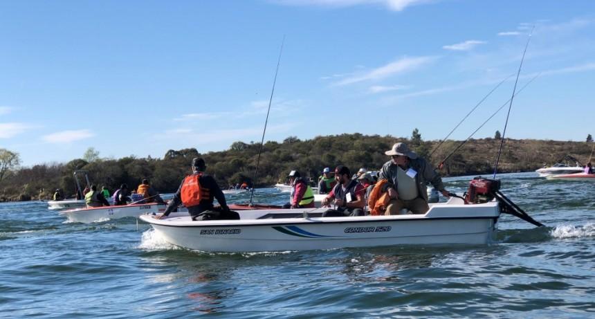 Más de 300 pescadores participan en el dique La Florida del Regional de Pesca