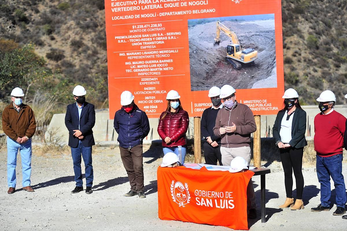 Nogolí: comenzó la construcción de una nueva planta potabilizadora y la remediación del vertedero lateral del dique