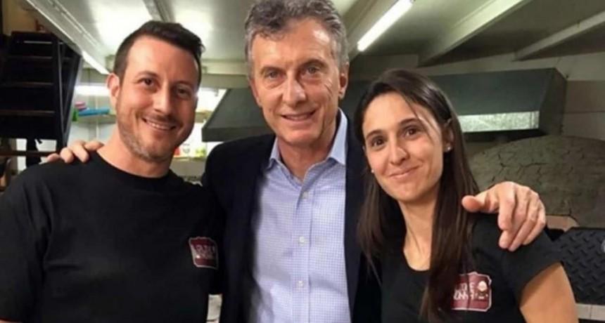 """Macri repudió las """"ciber"""" agresiones a los dueños de la pizzería que visitó"""