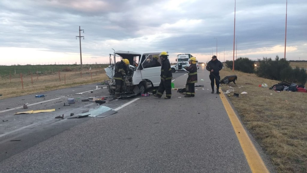 Villa Mercedes: una trafic chocó de atrás a un camión, hay siete personas heridas