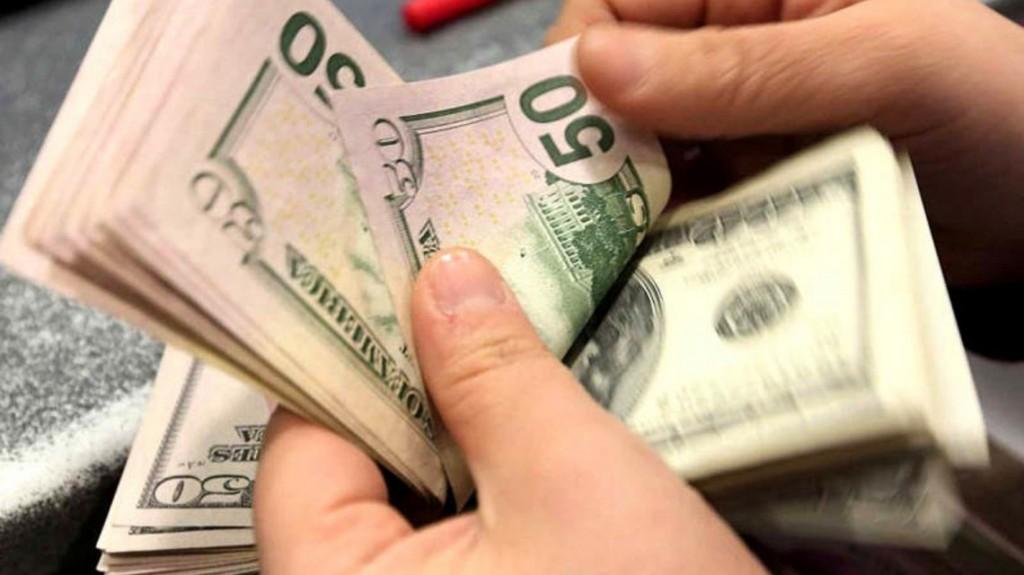 El dólar cerró en $58,06 en el tercer día del cepo