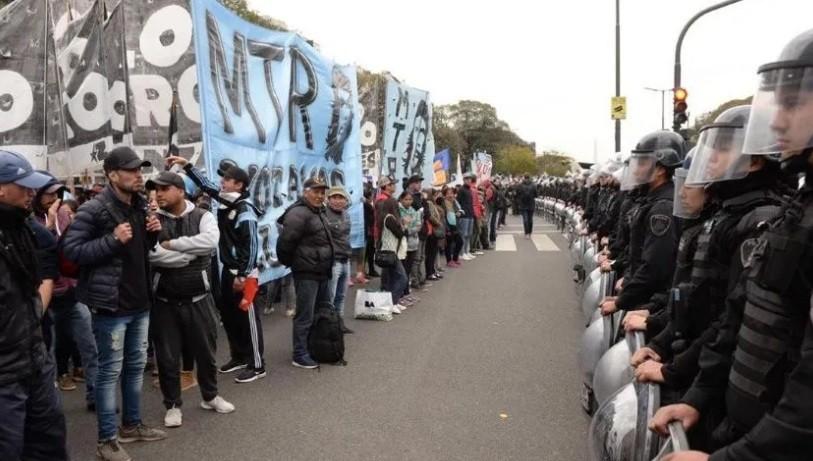 Tensión e incidentes tras la confirmación del acampe de 48 horas frente al Ministerio de Desarrollo
